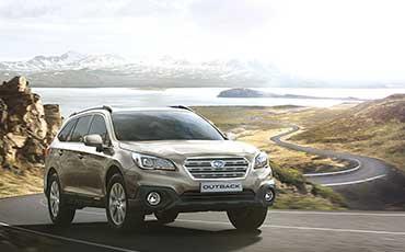 Subaru Outback på slingrig väg
